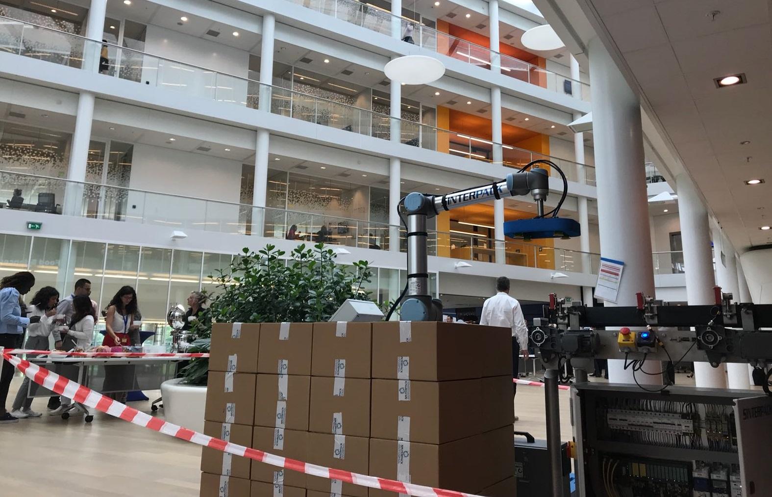 Sinterpack presenta su célula de paletizado colaborativo en Holanda